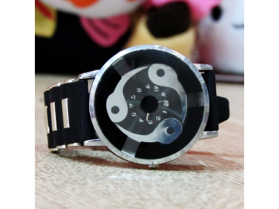 Jam Tangan Analog Sharingan Madara